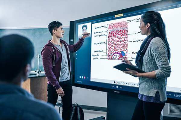, Broadclyst School – Surface Hub teamworking